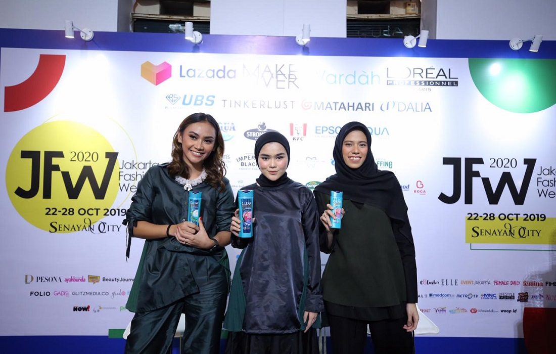 Ini Dia Kolaborasi Ciamik CLEAR X IKYK Di Atas Panggung Jakarta Fashion Week 2020 (3)